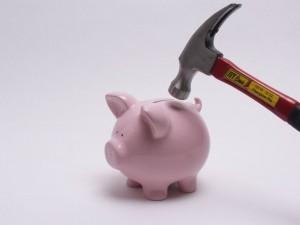Los bancos no sueltan el dinero ni a golpes