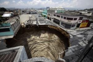 La supresión del Ministerio de Vivienda nos dejaría presupuesto para tapar los agujeros que él mismo ha ido creando