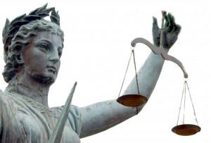Ya se sabe que la Justicia es loca, ciega, sordomudaaa... Como la canción de Shakira.