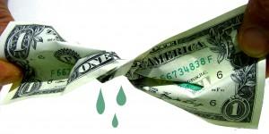 A los bancos hay que exprimirles hasta el último euro que pretenden cobrarnos de más
