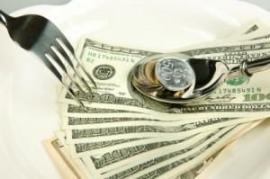 El que se desayuna con bancos, termina endeudado hasta las trancas y a barrancas