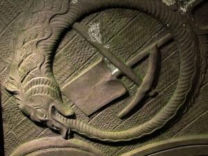 El pico y la pala son las herramientas tradicionales de un enterrador. Esperemos que el Euríbor no nos vuelva a enterrar bajo una tonelada de intereses demasiado pronto