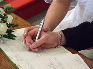 Firmar una hipoteca te ata más que firmar el contrato matrimonial