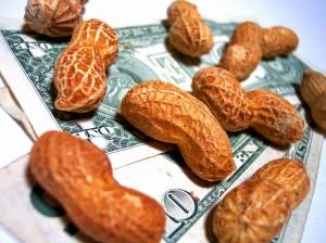 El dinero para los bancos y los cacahuetes para los ciudadanos, como si fuéramos monos, es lo que los Gobiernos entienden por ayuda para salir de la crisis